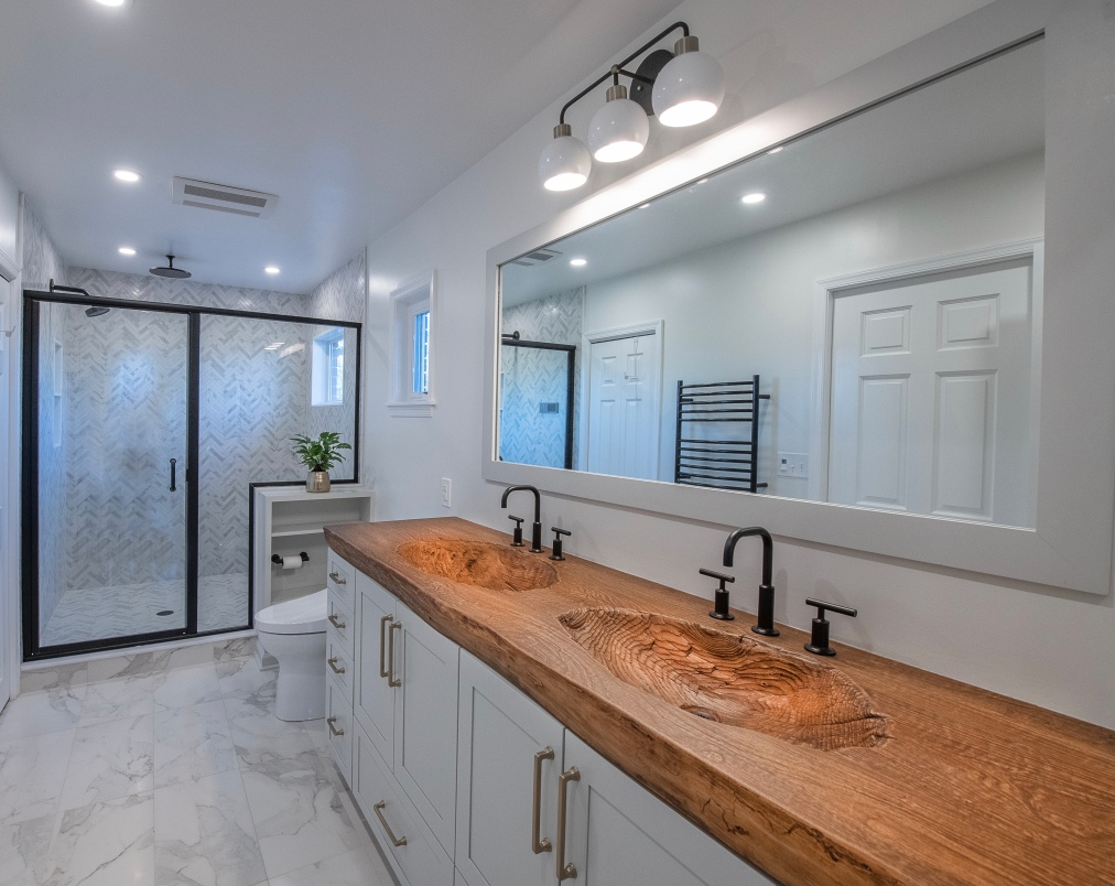 A Master Bathroom Renovation from Soup toNuts.